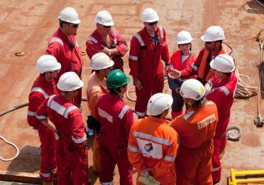 plateforme Coga : pose du I-tube par le navire Alliance ( Technip ) - poste DP ( dynamic positionning ) avec Equipes Technip et TotalEnergies